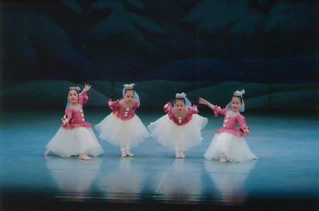 クラシックバレエ教室(上尾駅西口徒歩4分)埼玉県上尾市谷津2-1-50 コーヨービル5階